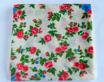 Floral folk de soviétique châle laine Floral Shawl soviétique ère écharpe femme châle châle châle de laine soviétique de foulard fleuri cadeau châle laine châle Vintage