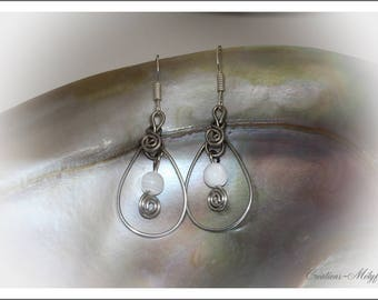 Earrings in silver with Moon stones