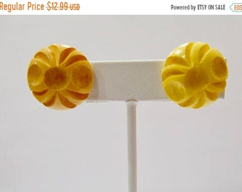 On Sale Vintage Carved Bakelite Earrings Item K # 3282