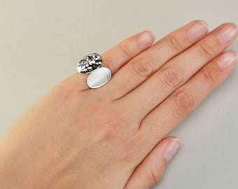 Silver pinky ring, hammered band, little finger ring, oval ring, geometric jewelry, adjustable band, mothers gift, designer inspired ring