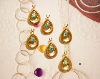 6 Goldplated 18mm Pendants with a 4mm Rainbow Rhinestone