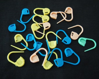 20 pcs Plastic Crochet Locking Stitch Marker Set - Must Have Knitting Accessories