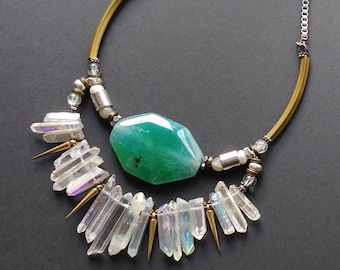 Unique necklace stone Crystal quartz statement necklace Quartz necklace green Green agate necklace Bib necklace statement Jewelry shop