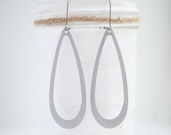 """NEW The """"Jen"""" Large Sleek Teardrop shaped Filigree Earrings - Ultra Lightweight - Great for Gifts (21 colors)"""