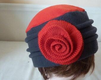 "Skull cap, model ""CANTATA"" red and grey fleece"