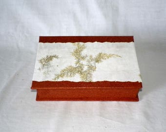 making cardboard covered with Brown and white box