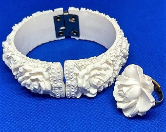 Vintage Featherweight Wedding Cake White Roses Carved Celluloid Clamper Hinged Cuff Bracelet & Ring Featherlite Bubbleite 1950s Demi Parure