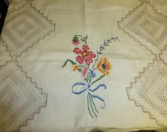 Oblong Handstitched/Cross Stitched 56x82 Table Cover