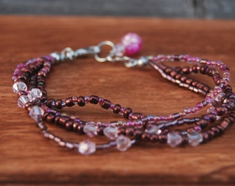 Fashion bracelet with beads and crystals