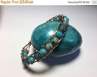 Moitié prix une vente de semaine fils de cuivre et bracelet en perles turquoise