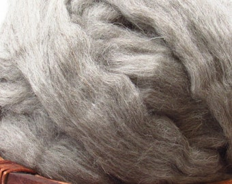 Mid-Grey Cheviot Wool Roving - Undyed Natural Spinning Fiber / 1oz