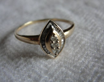 Vintage 10k yellow gold and diamond ring  size 10.75