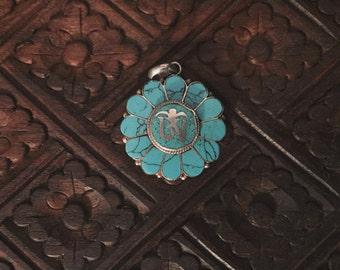 Wunderschöner 'Om Mani Padme Hum' Gypsy Anhänger 925 Sterling Silber und Türkis aus Nepal