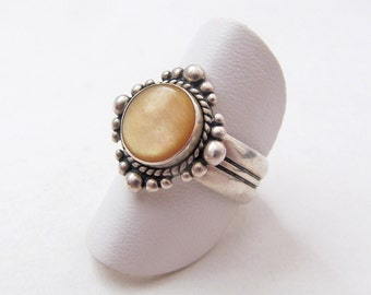 Gold Mother of Pearl Ring, Sterling Silver Ring, Vintage Jewelry, Silver Ring Size 6, Mother of Pearl Jewelry, Solitaire Ring, Delicate Ring