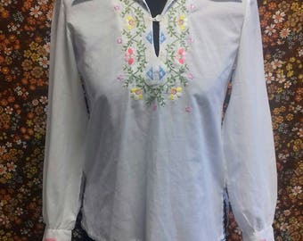 70's slightly sheer white blouse with embroidered pattern - S/M