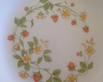Corelle Strawberry Sundae 3 Dinner Plates