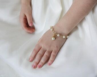 Flower Girl Gift - Girls Pearl Bracelet - Gold - Flower Girl Bracelet - Charm Bracelet - Wedding Party Gift