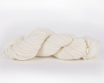 Super chunky wool. White snow CHEEKY CHUNKY bulky merino yarn. Giant extreme big arm knitting. Y055