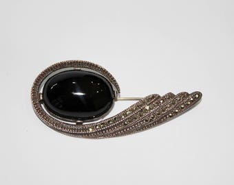 Vintage 925 Sterling Silver brooch with black onyx and monzonite