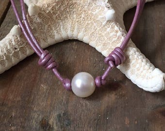 Lavender Pearl Choker Necklace, Single Pearl Necklace, Freshwater Pearl and Purple Leather Choker, Floating Pearl Choker Necklace
