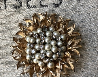 Vintage gold tone faux pearl and rhinestone cluster flower brooch