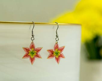 Lily earrings. Comes in a gift box.