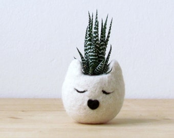 Cat planter / Small pot for succulents / white Cat  / Felt succulent planter / cat lover gift / Gift for her