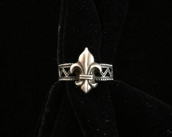 antique french fleur de lis ring