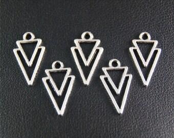30pcs Antique Silver Triangle Charms Pendant A2083
