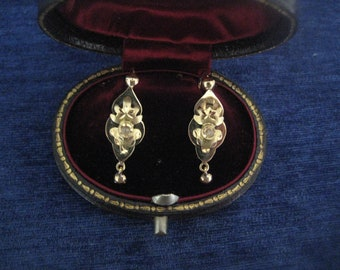 18k Gold Earrings Antique Victorian with small rose-cut diamond