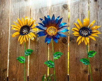 Metal Garden Stakes Metal Yard Decoration Blue Flower Garden