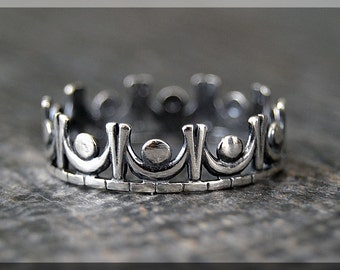 Kings Crown Ring, Sterling Silver Stacking Ring, Silver Crown Ring, Royal Crown Ring, King Crown Stacking Ring, Delicate ring