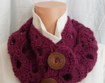 Crochet Cowl in Pretty circle design in mulberry
