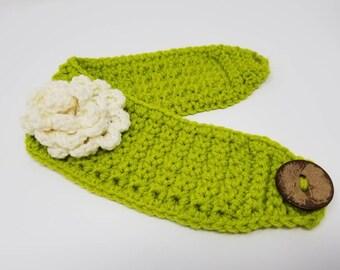 Flower Crochet headband, Green Knit headband, ear warmer, winter headband, skiing headband, running headband, cream flower headband