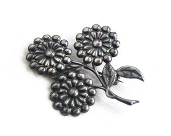 Flower Brooch Pin Sterling Silver Art Nouveau Style Vintage Repousse Daisy Forget Me Not Bouquet Gift for Her