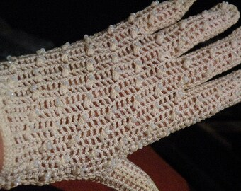 Ivory crochet gloves with pearl seed beads - size 6 1/2 - vintage