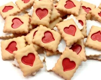3/5/10 pcs Strawberry queen of hearts jam cookie Alice, eat me, fake food cabochons, decoden phone case jeweller supplies flatback kawaii UK