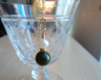 Vintage Canadian green jade pendant. Nephrite jade pendant. With true Pearl of culture and color gold.