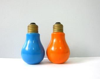 Lightbulb Salt and Pepper Shakers Mid Century Vintage Blue & Orange Salt and Pepper Shakers Retro Kitchen Home Decor 1960s GS