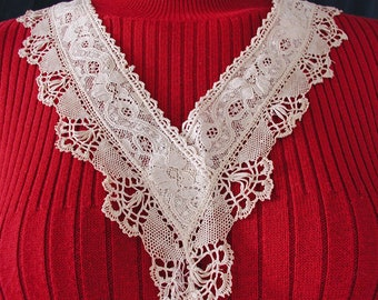Hand Made Lace Collar....Vintage Collar of Hand Made Lace