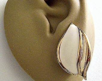Monet Beige Wave Clip On Earrings Gold Tone Vintage Large Slotted Striped Edge Swirl Rib Brushed Backs Comfort Paddles