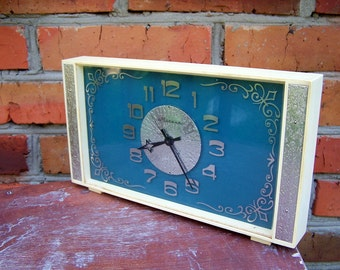 Soviet Clock Molnija. Vintage Mechanical Desk Clock. USSR the 1970s. mid century clock
