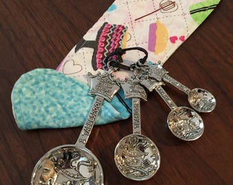 Coffee Sleeve Cozy with Measuring Spoons - Queen of the Kitchen