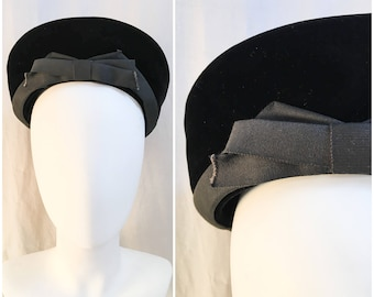 1940s Halo Hat // 40s Black Velvet Beret Tam Halo Hat // Portrait Halo Tam Beret Hat // Size Medium