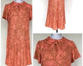 1960's Betty Hartford Crepe Day Dress Size 16 Coral Pink & Tan Short Sleeve Collar with Neck Tie