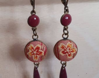Raspberry earring cabochon navettes, enameled beads and Japanese fabric