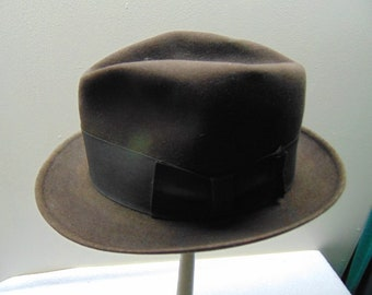 Vintage Hat size (est.7 5/8) front to back 8 1/8in. side to side 7in. Brim 2 1/4in. Crown 4in.