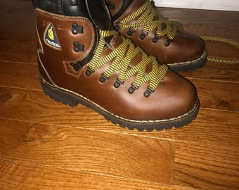 RARE! Vintage Nautica Hiking boots from the 90s size 10.5