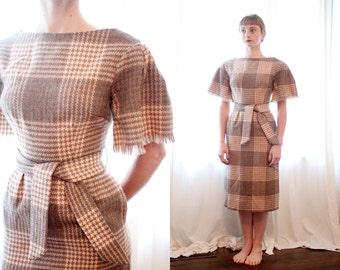 Vintage houndstooth tweed short fringe sleeve brown grey 1950s wiggle dress with pockets