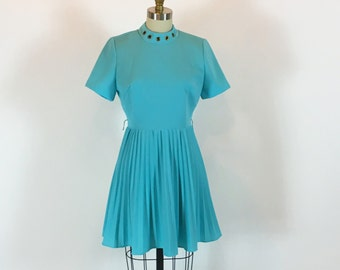 "Vintage 60s Mod Mini Dress | Poly Knit Dress | 28"" Waist"